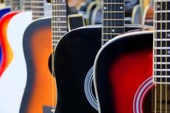 Chitarre acustiche variopinte Immagine Stock