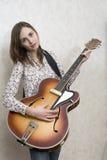 Chitarrista della donna fotografia stock