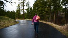 Chitarrista di camminata archivi video