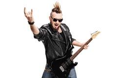 Chitarrista di punk rock che fa gesto della roccia Fotografia Stock
