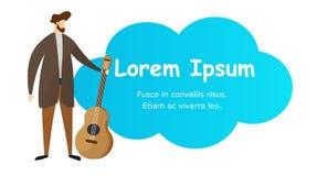 Chitarrista Hold Acoustic Guitar del giovane a disposizione royalty illustrazione gratis