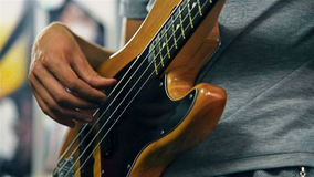Chitarrista Playing On Electrical Bass Guitar video d archivio