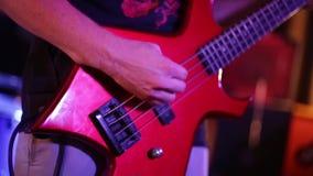 Chitarrista in una banda rock archivi video