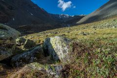 Chitkultrek - Landschap van Sangla-Vallei, Himachal Pradesh, India/Kinnaur-Vallei stock fotografie