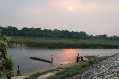 CHITWAN, НЕПАЛ 26-ОЕ МАРТА: Сафари 26 шлюпки, 2015 в Chitwan, Непал Стоковое Фото