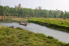 CHITWAN, NEPAL 27. MÄRZ: Bootssafari 27, 2015 in Chitwan, Nepal Stockfotos