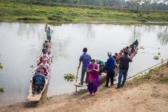 CHITWAN, NEPAL 27. MÄRZ: Bootssafari 27, 2015 in Chitwan, Nepal Stockbilder
