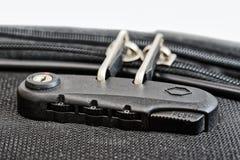 Chiuda con i numeri sulla chiusura lampo della valigia Immagini Stock Libere da Diritti