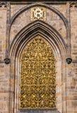 Chiuda fino alla finestra, la st Vitus Cathedral Immagine Stock