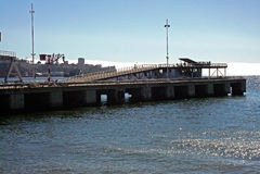 Chiuda fino alla spiaggia ed al porto cileni immagine stock