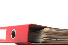 Chiuda il dispositivo di piegatura a chiave rosso dell'ufficio dell'archivio immagine stock