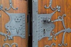 Chiuda il primo piano a chiave antico delle porte Immagini Stock