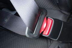 Chiuda la cintura di sicurezza a chiave dell'automobile Fotografia Stock