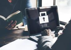 Chiuda la sicurezza a chiave dell'icona di sicurezza confermano il concetto Fotografia Stock