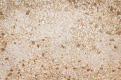 Chiuda piccola sulla parete mista marrone o bianca di struttura dei modelli della roccia su fondo fotografie stock libere da diritti