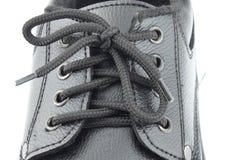 Chiuda stringono la corda di nuova scarpa Fotografie Stock