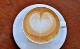 Chiuda su arte del latte del caffè sulla tavola Immagini Stock Libere da Diritti