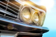 Chiuda su automobile d'annata della lampada del faro di retro Fotografie Stock Libere da Diritti