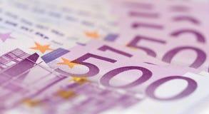 Chiuda su dalla pila di soldi con 500 euro banconote Fotografie Stock