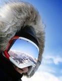 Chiuda in su degli occhiali di protezione del pattino Immagine Stock
