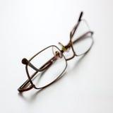 Chiuda su degli occhiali sullo scrittorio Fotografie Stock Libere da Diritti