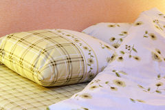 Vestiti del letto Fotografia Stock