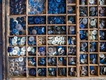 Chiuda su dei bottoni di plastica variopinti, fondo dei bottoni Fotografia Stock Libera da Diritti