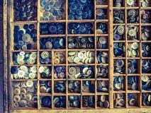 Chiuda su dei bottoni di plastica variopinti, fondo dei bottoni Immagine Stock Libera da Diritti
