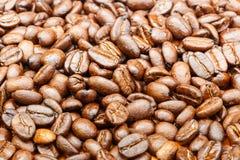 Chiuda su dei chicchi di caffè Immagine Stock