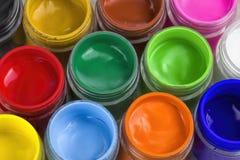 Chiuda su dei colori di manifesto variopinti con il fuoco selettivo Fotografia Stock
