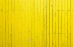 Chiuda in su dei comitati di legno gialli della rete fissa Fotografia Stock