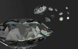 Chiuda su dei diamanti di un giacimento detritico su un fondo nero Fotografia Stock