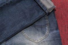 Chiuda su dei jeans di modo, fuoco selezionato Immagini Stock