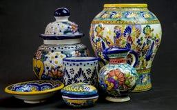 Chiuda su dei pezzi di Talavera immagini stock libere da diritti