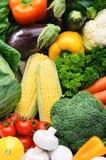 Chiuda su dei prodotti freschi locali del mercato degli agricoltori Immagine Stock