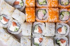 Chiuda su dei sushi giapponesi tradizionali dell'alimento Fotografia Stock