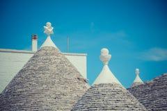 Chiuda su dei tetti conici delle case di un Trulli Fotografia Stock