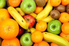 Chiuda su del canestro della verdura e della frutta Fotografia Stock