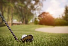 Chiuda su del club di golf e della palla Fotografia Stock Libera da Diritti