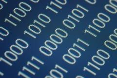 Chiuda in su del codice binario Immagini Stock