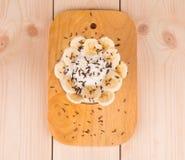 Chiuda su del dessert della banana a bordo Fotografia Stock Libera da Diritti