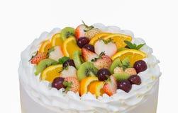 Chiuda su del dolce di short della frutta isolato su bianco con il picchiettio del ritaglio fotografie stock