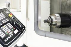 Chiuda su del fuso orizzontale della macchina di CNC Fotografia Stock