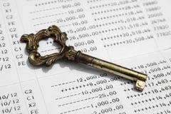 Chiuda su del libretto di banca di conto di risparmio Immagini Stock