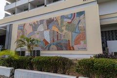 Chiuda su del murale nella vista frontale dell'hotel primo Ibadan Nigeria immagine stock