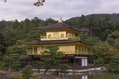 Chiuda su del padiglione dorato del tempio Fotografie Stock