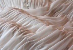 Chiuda in su del particolare sull'abito di cerimonia nuziale Fotografia Stock