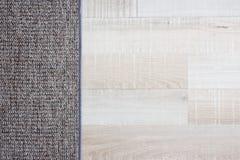 Chiuda su del pavimento e del tappeto di parquet di legno Fotografia Stock