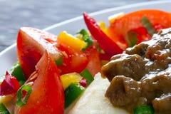 Chiuda in su del pranzo del goulash di manzo Fotografie Stock