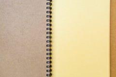 Chiuda su del taccuino marrone con la coclea Immagini Stock Libere da Diritti